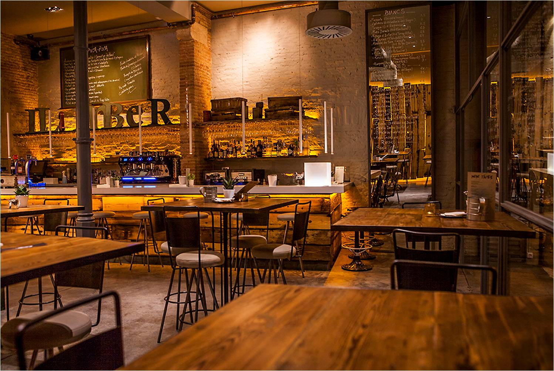 Llamber el asturiano de moda en barcelona llamber the it - Decoracion de restaurantes rusticos ...